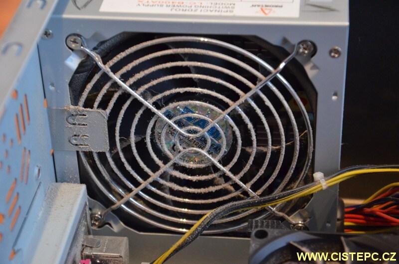 čištění počítače od prachu 05