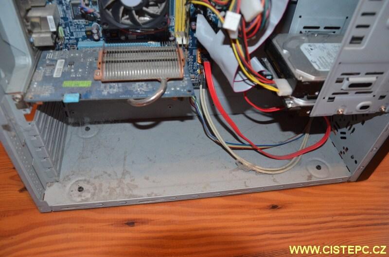 čištění počítače od prachu 08