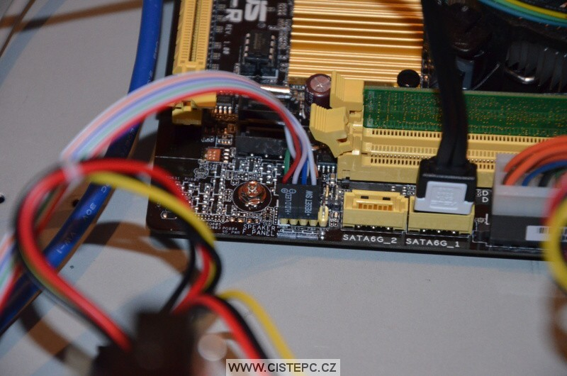 zapojení kabeláže pro harddisk a power