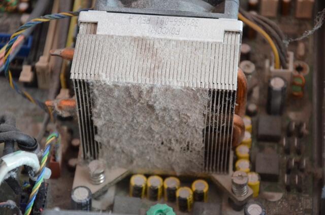 chladič procesoru prach