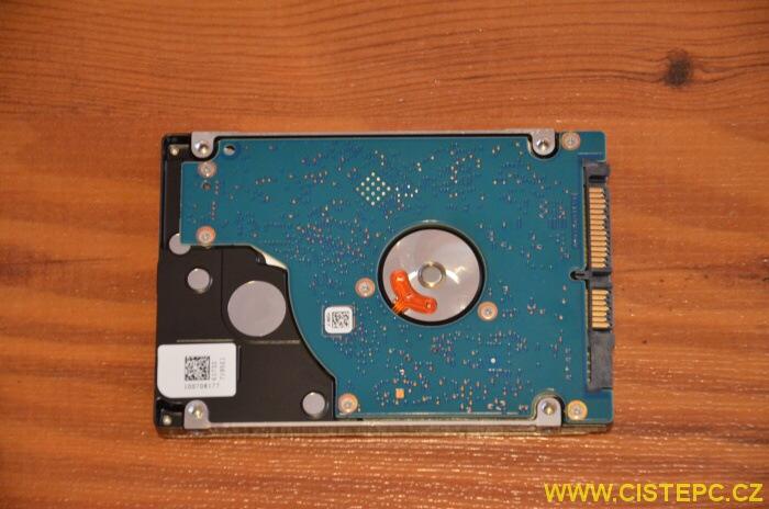 Jak vyměnit pevný disk u notebooku Acer 6